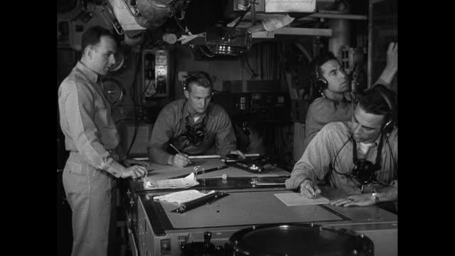 vídeos de stock, filmes e b-roll de naval officers work below deck - veículo aquático militar