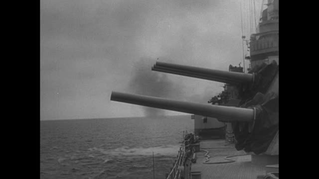 naval operators load guns, battleship guns fire - artiglieria video stock e b–roll