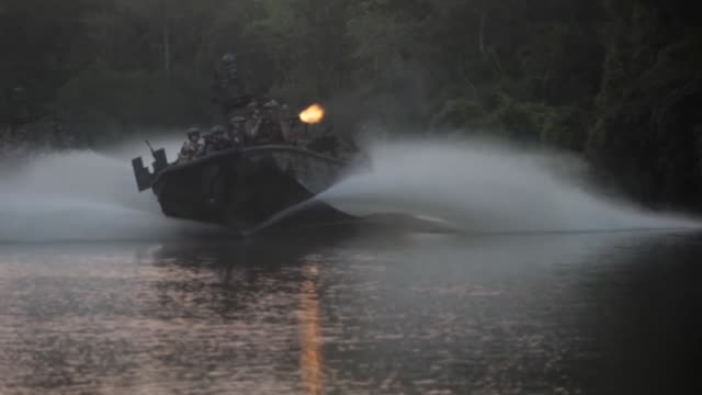 vidéos et rushes de naval special warfare combatant craft crewmen operating and training in mississippi and san diego. - équipe de voile