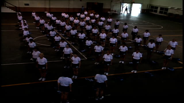 stockvideo's en b-roll-footage met naval superiors watching rows of rotc recruits exercising in orlando, florida - vrijetijdsfaciliteiten