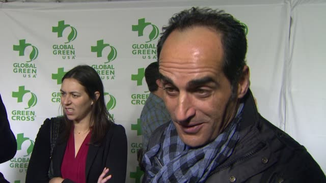 vídeos de stock e filmes b-roll de interview navid negahban on what he appreciates about the work global green usa is doing what he does to be green in his own life at global green... - festa do óscar