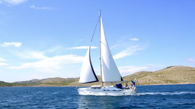 WS naviguer un voilier sur la mer
