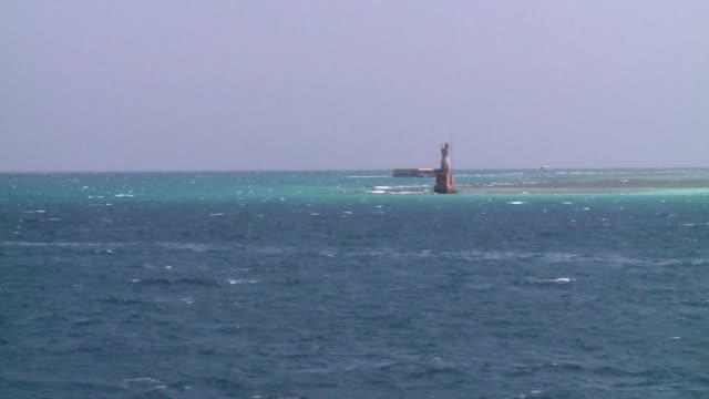vídeos de stock, filmes e b-roll de navigation point on red sea - red sea
