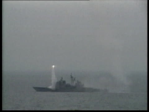 navy cruiser launching tomahawk cruise missile / persian gulf - イラク点の映像素材/bロール