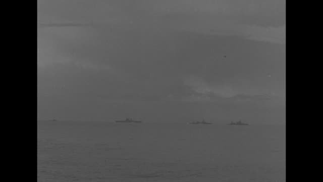 vídeos de stock, filmes e b-roll de navy cruisers and merchant ships at sea near java / ws plane taking off from american aircraft carrier / vs us naval and merchant ships / ls ship's... - marinha americana