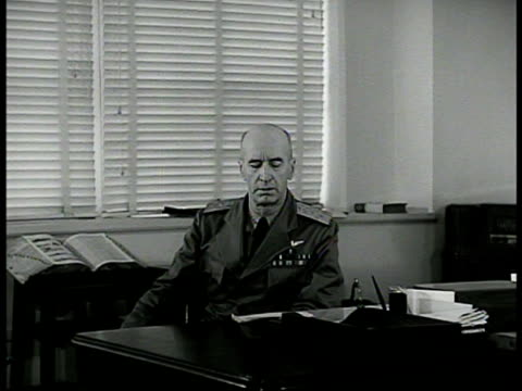 navy department' building. int sign 'commander in chief us fleet.' reprisal: int vs admiral ernest j. king at desk '...task ahead is tremendous navy... - 1942年点の映像素材/bロール