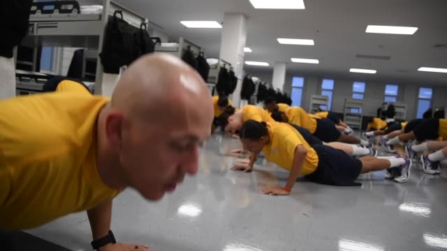 us navy recruits perform group physical training and learn basic first aid at recruit training command the handson learning curriculum at rtc tests... - military recruit stock videos & royalty-free footage