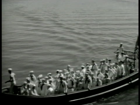 vidéos et rushes de navy sailors in 'dress whites' transport boat on water docking exiting boat british officers standing talking together on dock wwii world war ii - 1942