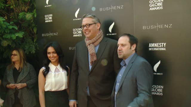 vídeos de stock e filmes b-roll de nazanin boniadi adam mckay jeff skoll at art for amnesty's pregolden globes recognition brunch in los angeles ca - prémio globo de ouro