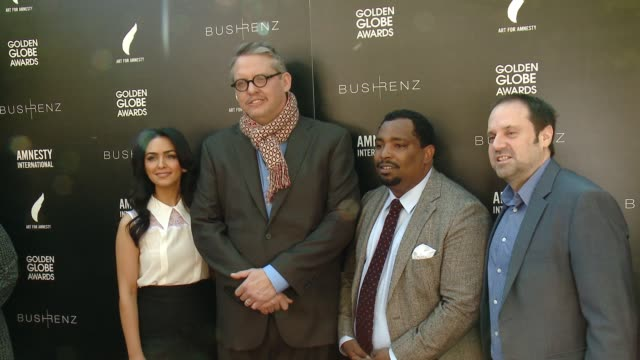 vídeos de stock e filmes b-roll de nazanin boniadi adam mckay marvin bing jeff skoll at art for amnesty's pregolden globes recognition brunch in los angeles ca - prémio globo de ouro