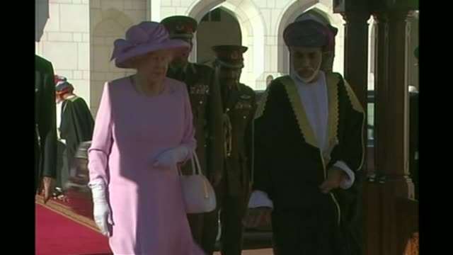 Boris Johnson apologises and raises possibility of diplomatic protection LIB / OMAN Muscat EXT Queen Elizabeth II along with Qaboos bin Said al Said