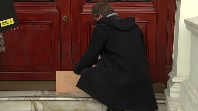 richard ratcliffe appeals to iran's deputy foreign minister england london south kensington ext richard ratcliffe placing letter by the door of the... - richard ratcliffe video stock e b–roll