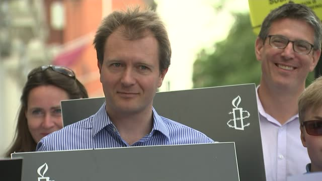 nazanin zaghariratcliffe jailed in iran for five years on secret charges t01091614 / 192016 various of richard ratcliffe and others protesting... - nazanin zaghari ratcliffe video stock e b–roll