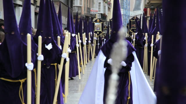 nazarenos in a procession during holy week, semana santa, april 2011, malaga, spain, europe - katholizismus stock-videos und b-roll-filmmaterial