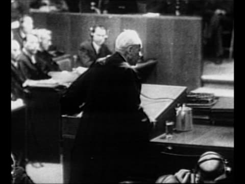ws nazi defendants in prisoner's dock at nuremberg palace of justice / members of tribunal preside over nuremberg trials / rear shot attorney speaks... - processi di norimberga video stock e b–roll