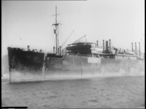 nazi merchant ship / life preserver reads 'hermes hamburg' / men working near ship / crates being moved through the air / italian ships out to sea /... - hakenkreuzfahne stock-videos und b-roll-filmmaterial
