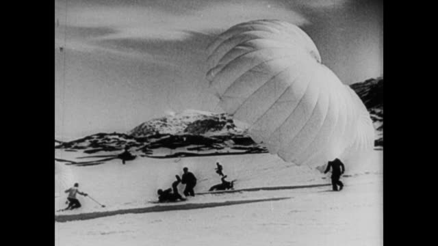 / nazis marching and patrolling all the villages and towns of norway / nazi parachute troops landing in the mountains german parachute troops in... - 1940 bildbanksvideor och videomaterial från bakom kulisserna
