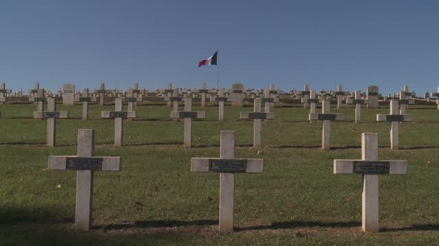 stockvideo's en b-roll-footage met nécropolis of sigolsheim - alle vlaggen van europa