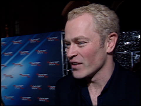 vídeos de stock, filmes e b-roll de neal mcdonough at the 'die another day' premiere at the shrine auditorium in los angeles, california on november 11, 2002. - série de filmes do james bond