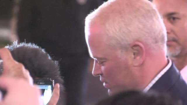vídeos y material grabado en eventos de stock de neal mcdonough greets fans at the last stand premiere in hollywood 01/14/13 - el último desafío