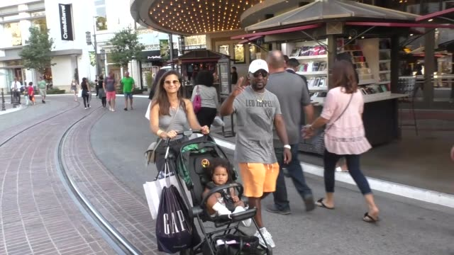 neal mcknight shopping at the grove in hollywood in celebrity sightings in los angeles, - the grove los angeles stock-videos und b-roll-filmmaterial
