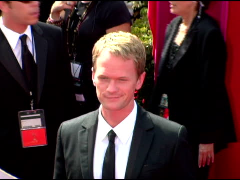 neal patrick harris at the 2005 emmy awards at the shrine auditorium in los angeles, california on september 18, 2005. - ニール・パトリック・ハリス点の映像素材/bロール