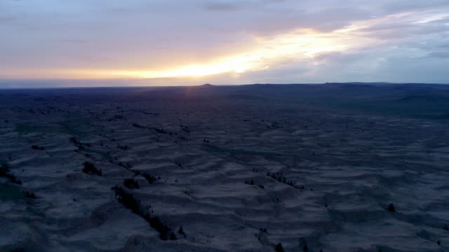 vídeos y material grabado en eventos de stock de near the settlement tes is a somon aimak in the western part of mongolia. panoramic view of the steppe and sands from above. - estepa