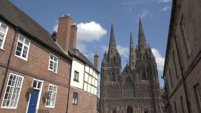 nearby houses and lichfield cathedral on sunny day in summer, lichfield, staffordshire, england, united kingdom, europe - スタッフォードシャー リッチフィールド点の映像素材/bロール