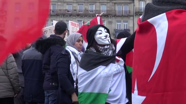 stockvideo's en b-roll-footage met nearly 2000 people participate in the support for palestinian capital jerusalem rally on december 16 2017 in strasbourg france - israëlisch palestijns conflict