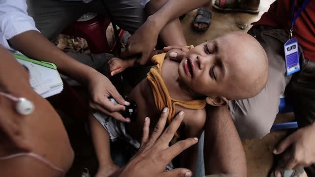 nearly 340 thousand rohingya children fleeing violence in myanmar are living in squalid conditions in bangladesh the united nations children's fund... - rohingya kultur stock-videos und b-roll-filmmaterial