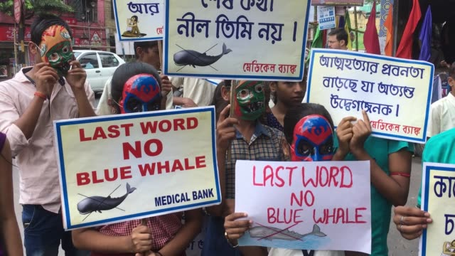 nearly 50 students gathered near a metro station in kolkata on september 12 2017 during a demonstration on a suicide prevention campaign specially... - westbengalen stock-videos und b-roll-filmmaterial