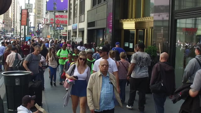 nearly 60 million tourists from around the country and the rest of the world visited new york city in 2015 more will be coming in 2016 - crossroad stock videos & royalty-free footage