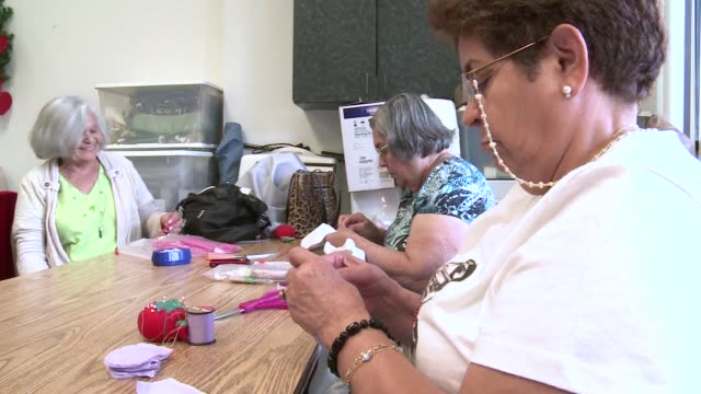 stockvideo's en b-roll-footage met nearly a quarter of florida's population is 60 or older, retirees who have made the sunshine state their home. pembroke pines, united states. - pembroke