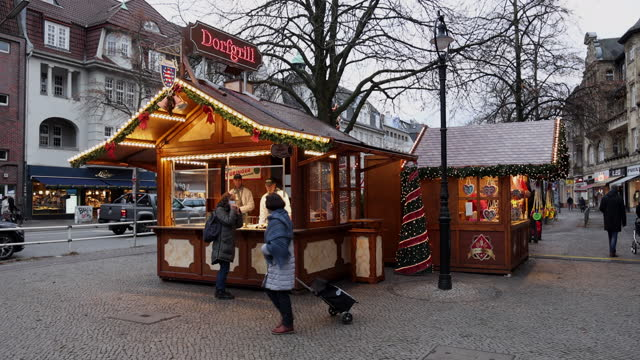 nearly empty christmas stall which is decorated with christmas lights stands in district zehlendorf during the second wave of the coronavirus... - regeln stock-videos und b-roll-filmmaterial