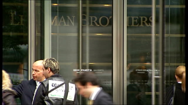 vídeos de stock, filmes e b-roll de nearly two million unemployed / woolworths to close all stores r15090801 canary wharf lehman brothers sign seen on reception wall through glass... - woolworths