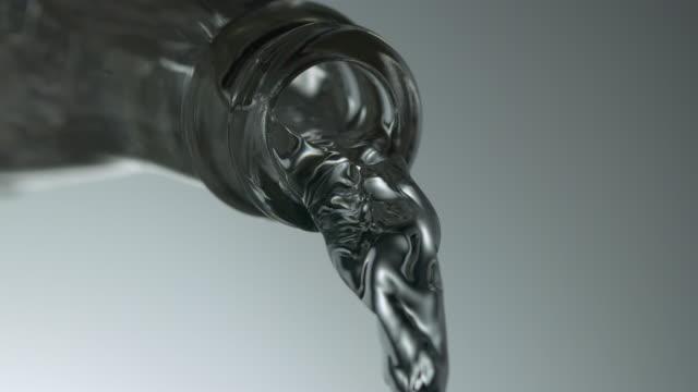 vídeos y material grabado en eventos de stock de neck of glass bottle - water pouring - agua potable