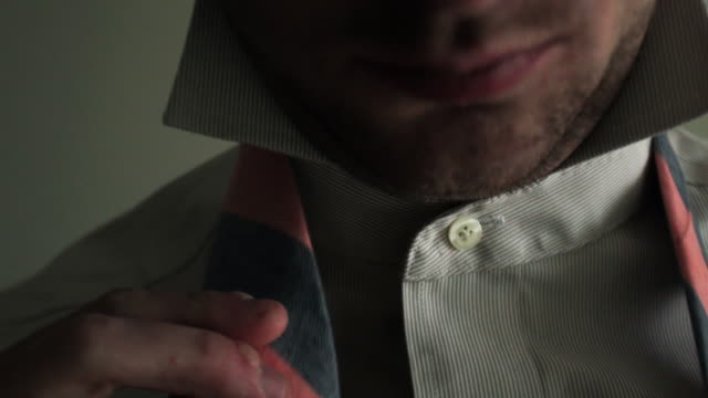 vídeos de stock, filmes e b-roll de neck tie - shirt and tie