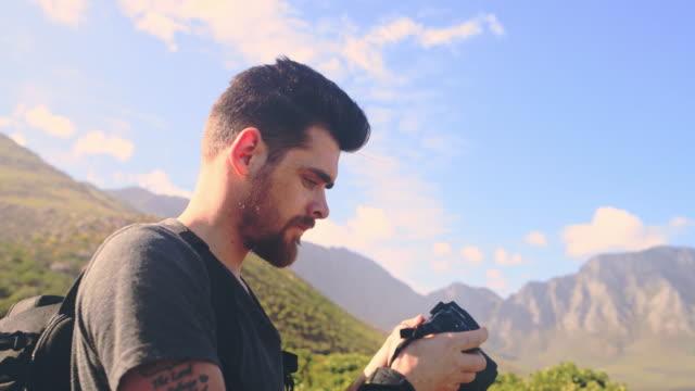 ich muss meine einstellungen schnell anpassen - mountain range stock-videos und b-roll-filmmaterial