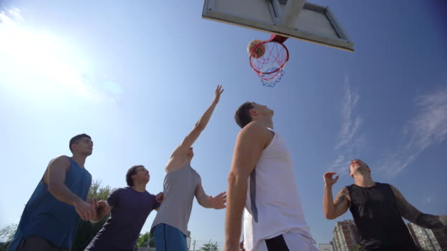 vídeos de stock e filmes b-roll de a neighborhood game - etapa desportiva