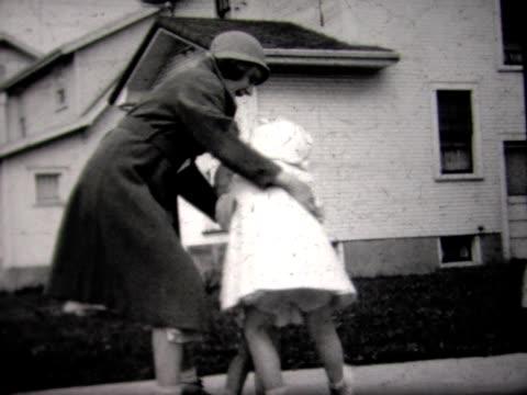 vídeos de stock, filmes e b-roll de 1934 neighborhood kids in yard - bebês meninas