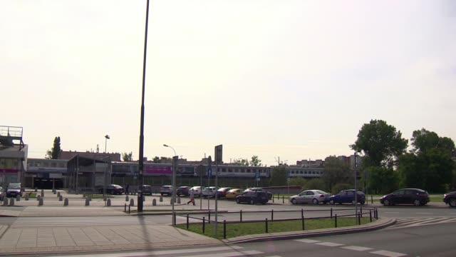 vidéos et rushes de neighborhood of east train station in warsaw - mammifère ongulé