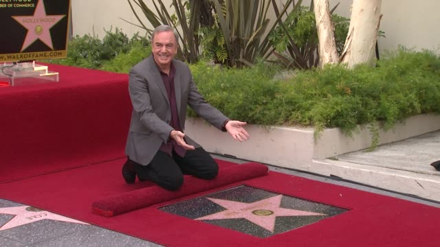 vídeos y material grabado en eventos de stock de neil diamond honored with star on the hollywood walk of fame event capsule clean: neil diamond honored with sta at hollywood walk of fame on august... - randy newman