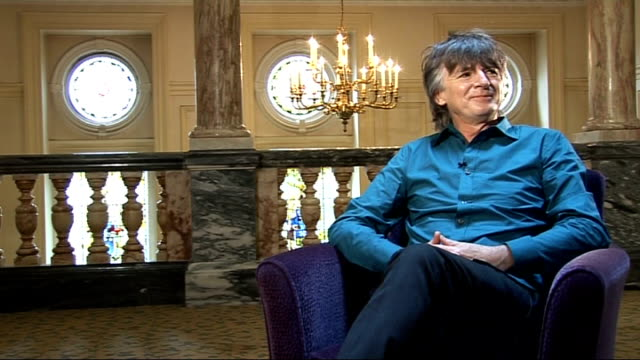 neil finn of crowded house interview england london int neil finn interview sot '7 worlds collide' record and doing gigs with different musicans like... - ジョニー マー点の映像素材/bロール