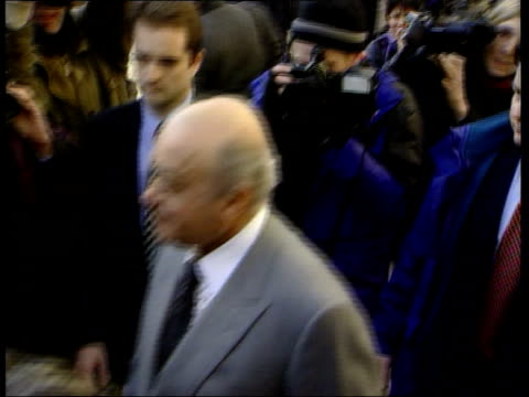 libel action against mohammed al fayed; england: london: the strand bongs mohammed al fayed arriving at court - 文書による名誉棄損点の映像素材/bロール
