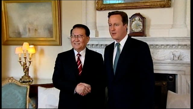 british call for investigation by chinese authorities england london 10 downing street photography** david cameron mp handshake and photocall with li... - chinese communist party stock videos and b-roll footage