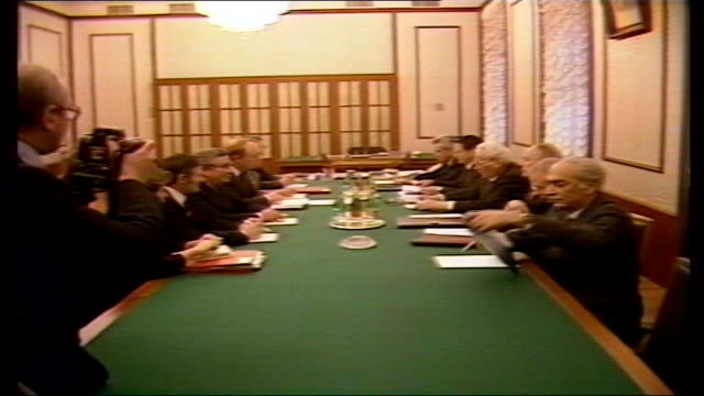 neil kinnock in russia: day 5:; b) russia: moscow: the kremlin: int president konstantin chernenko seated at long table zoom in cms pres chernenko bv... - 5日目点の映像素材/bロール