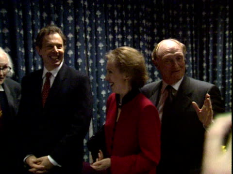 stockvideo's en b-roll-footage met neil kinnock makes joke as current and former labour party leaders line up for a photo marking 100 years of the labour party london 2000 - neil kinnock