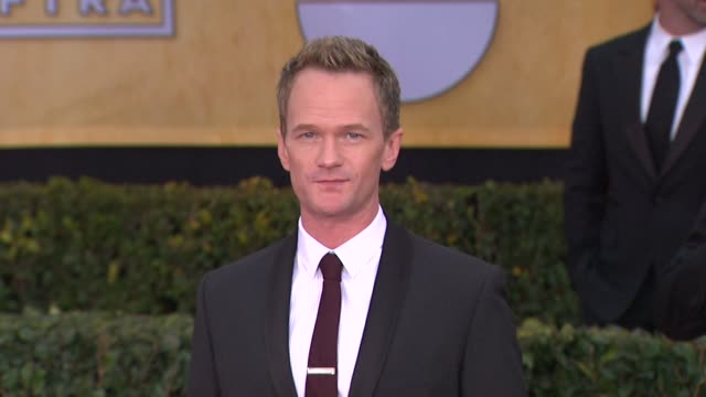 neil patrick harris at 19th annual screen actors guild awards - arrivals 1/27/2013 in los angeles, ca. neil patrick harris at 19th annual screen... - ニール・パトリック・ハリス点の映像素材/bロール