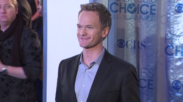 neil patrick harris at the 2011 people's choice awards - arrivals at los angeles ca. - ニール・パトリック・ハリス点の映像素材/bロール
