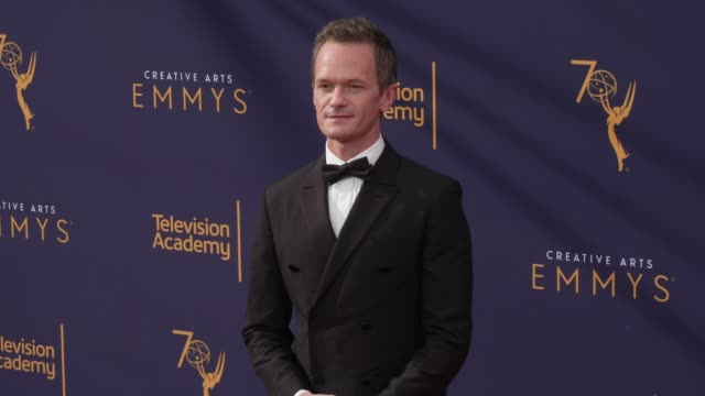 neil patrick harris at the 2018 creative arts emmy awards - day 1 at microsoft theater on september 08, 2018 in los angeles, california. - ニール・パトリック・ハリス点の映像素材/bロール